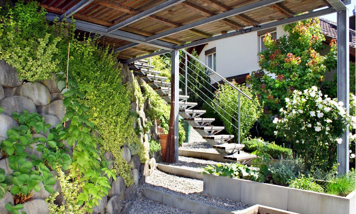 terrasse im garten herausvorderungen. Black Bedroom Furniture Sets. Home Design Ideas